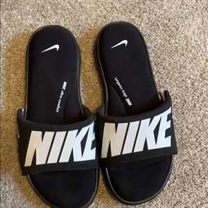 New never worn Nike sandals